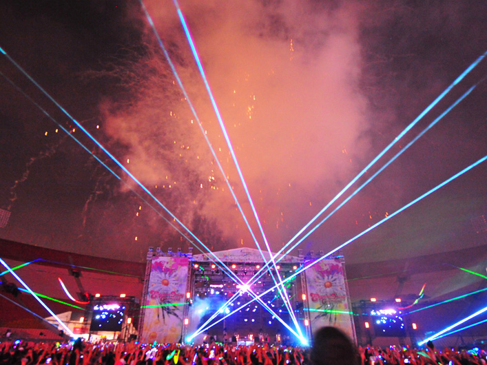 The Electric Daisy Carnival, a multi-day event that attracted nearly 100,000 people, ran in Los Angeles from Friday, June 26th to Saturday, June 27th, 2009. The massive outdoor crowd and some of the biggest international names in electronic music were highlighted by the world's most powerful full-color lasers puncturing the sky.
